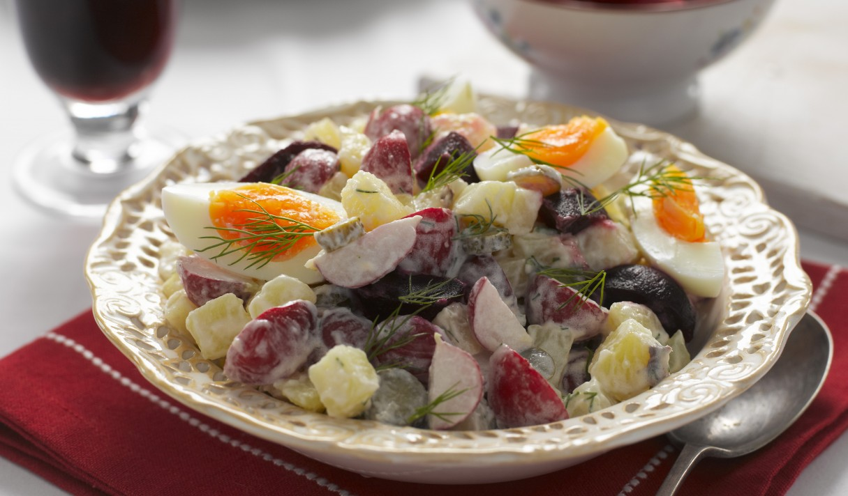 Russian radish and potato salad with radishes (2)